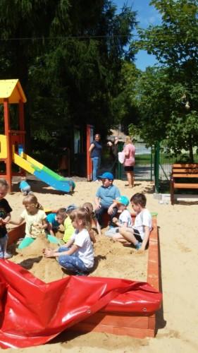 Plac zabaw z piaskownicą