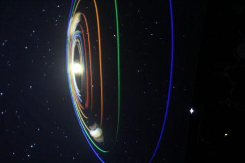 Pokaz we wnętrzu planetarium