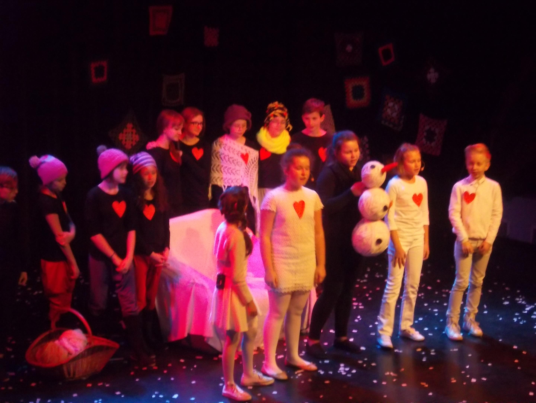 Aktorzy na scenie