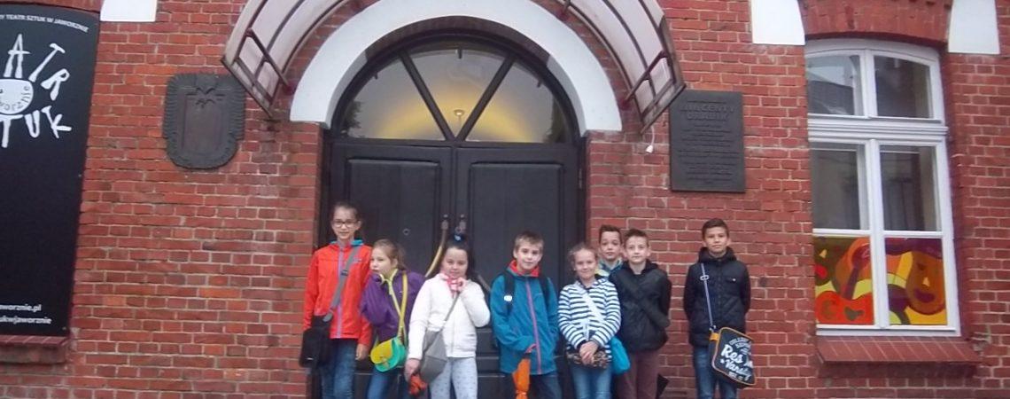 Uczniowie w Teatrze Sztuk
