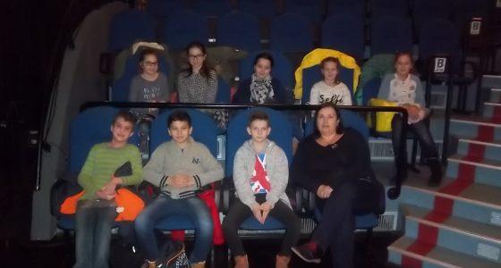 Uczniowie klasy piątej w Teatrze Sztuk