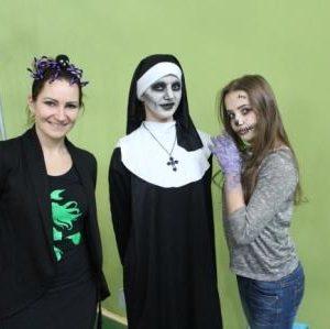 Pani Dyrektor wraz z Igą i Julią z klasy 7