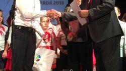 Olek odbiera gratulacje i nagrody